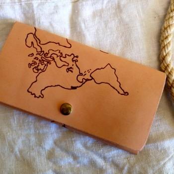 Portofel de dama imprimat cu harta lumii